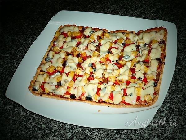 Гавайская пицца с ананасами