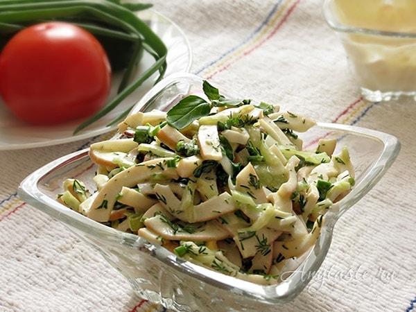 Салат из кальмаров с огурцом и яйцом