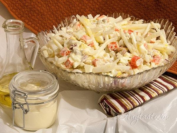 Салат из редьки белой и крабовых палочек