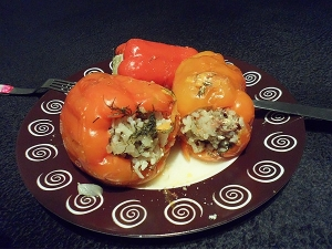 Перец фаршированный с мясом и рисом